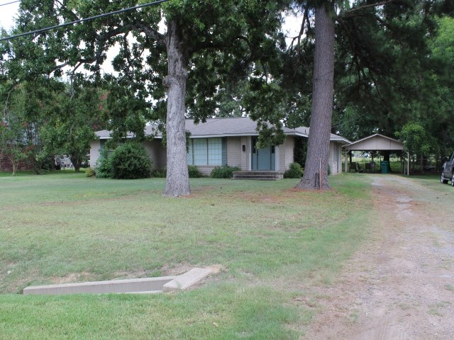 BRICK HOME LOCATED IN DE KALB, TX / BOWIE COUNTY