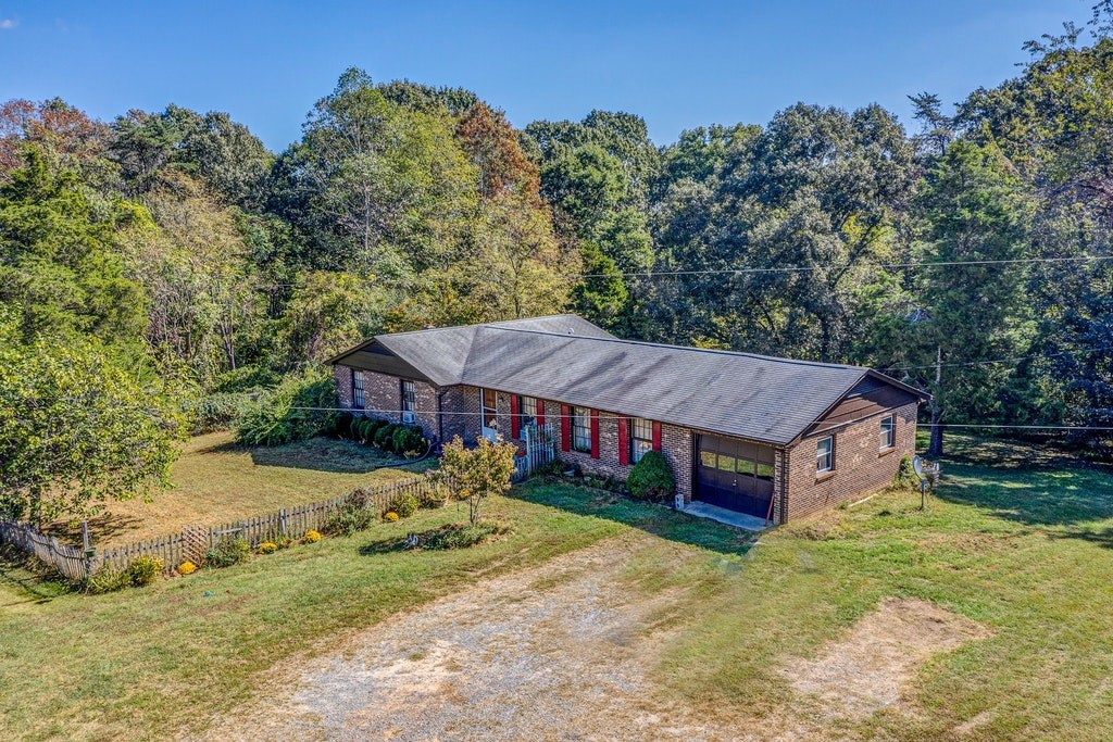 HORSE PROPERTY ON 10 ACRES