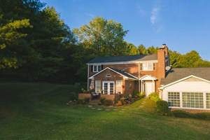 HOME FOR SALE ON GOLF COURSE!