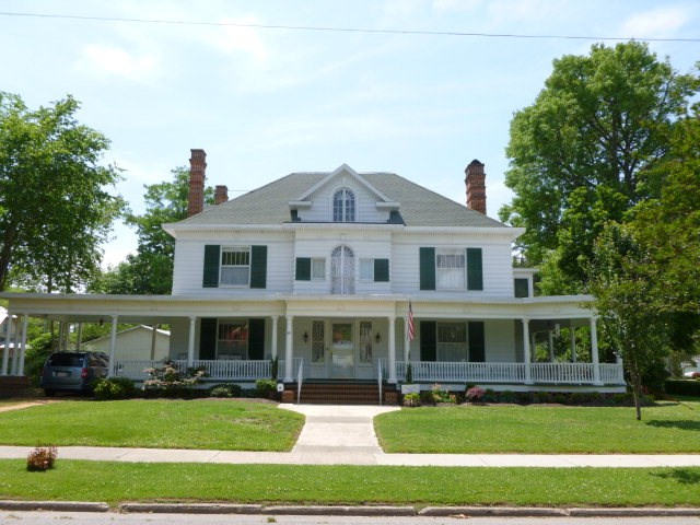 Beautiful Historical Home In Town