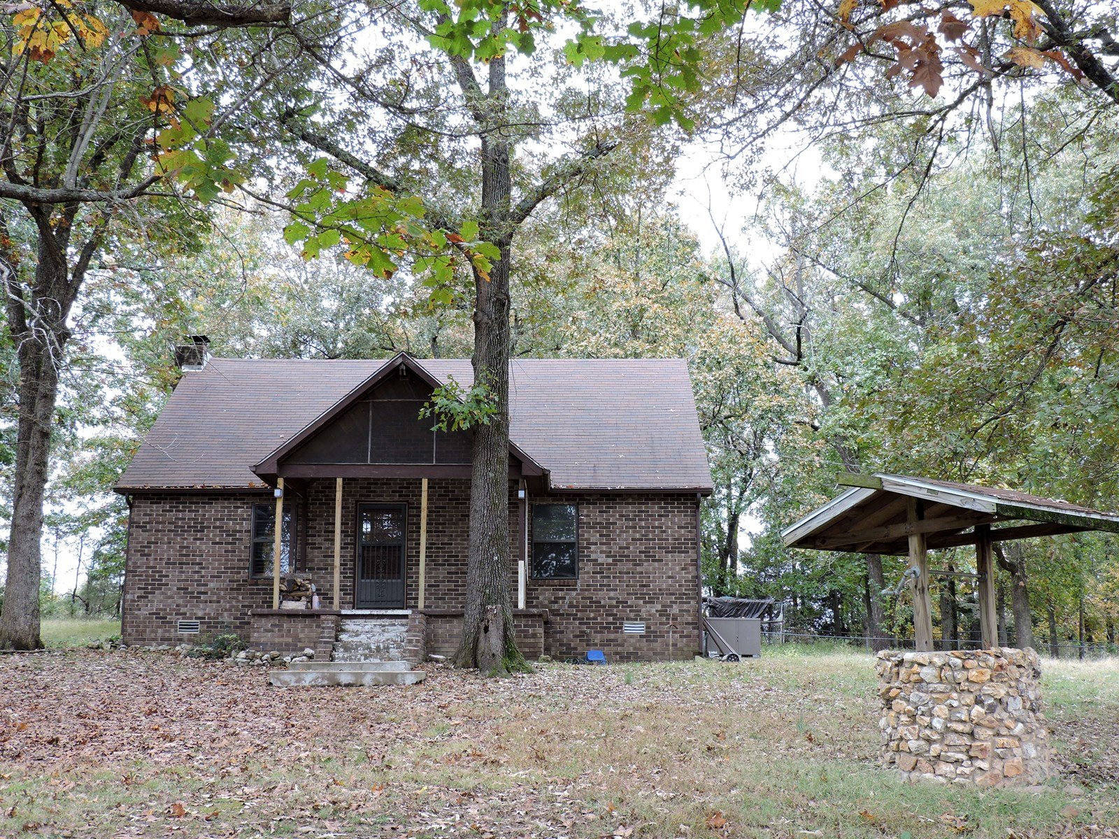 Brick home on 5.56 acres in Valley Springs, Ar