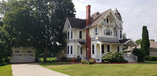 Victorian Lake Home - Commercial Use Hillsboro Wisconsin