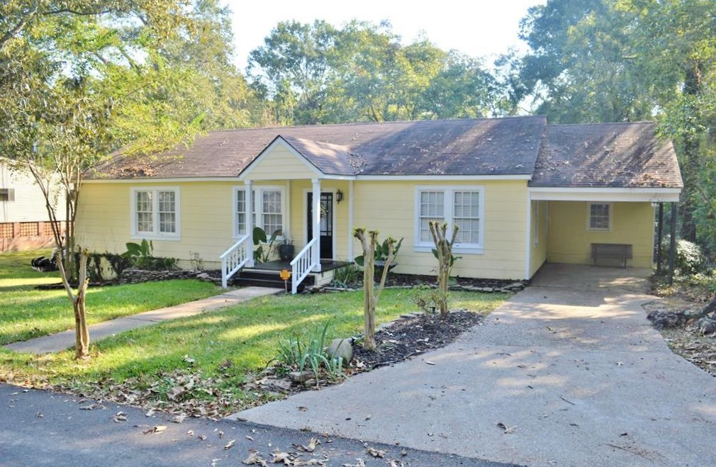3 Bed/2 Bath Home in Town for Sale, McComb, MS