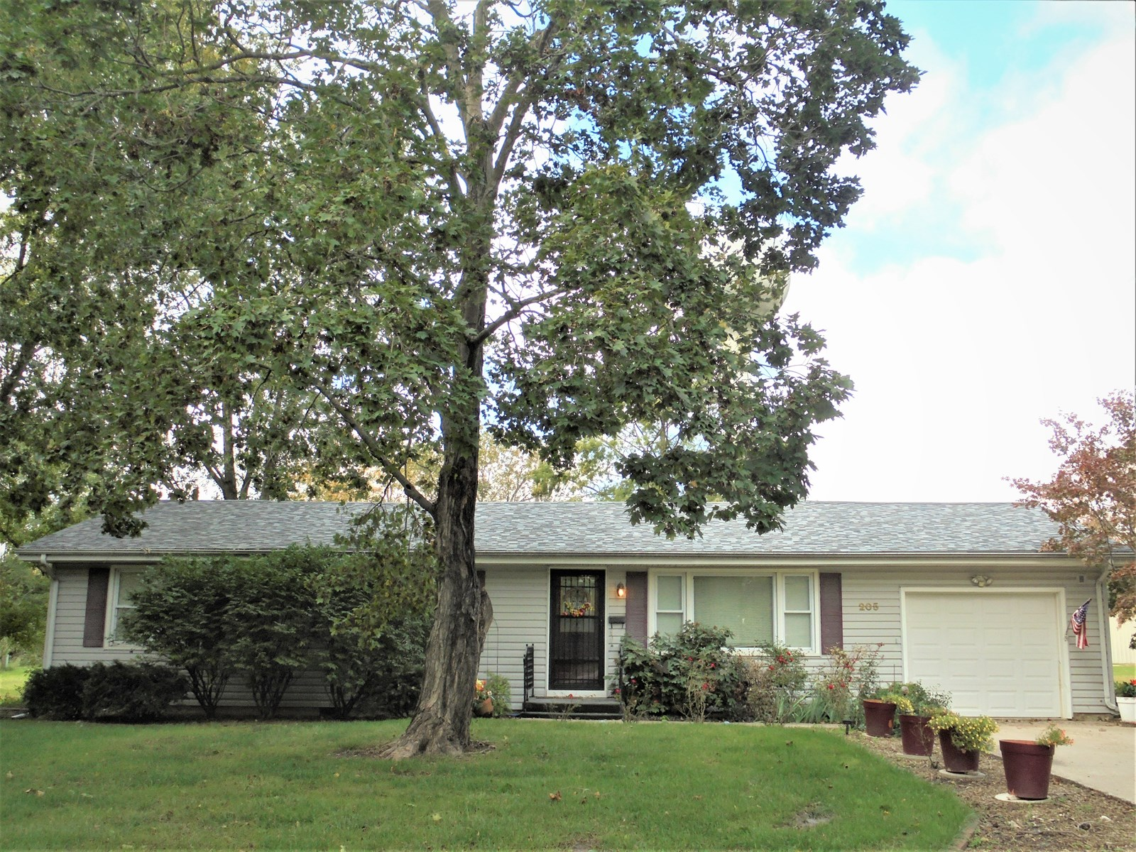 For Sale Ranch Home Large Building Minutes From Chillicothe!