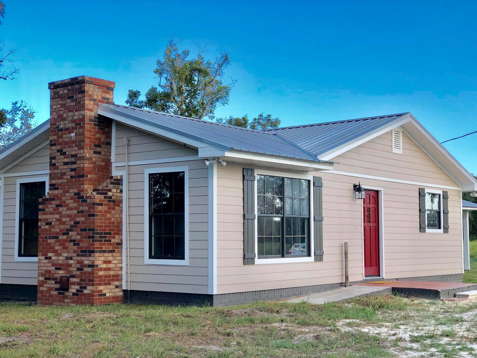 COMPLETELY REMODELED Farmhouse in BELL, FL on 20 ACRES