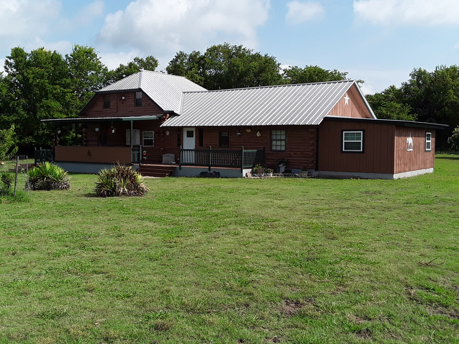 Country Log Home & Equine Property For Sale Wolfe City Texas