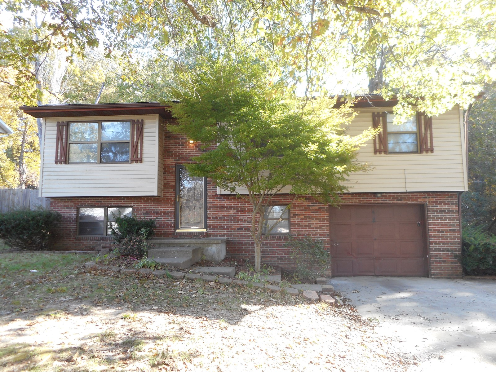 For Sale 3 bedroom 1.5 bath house in Jackson MO.