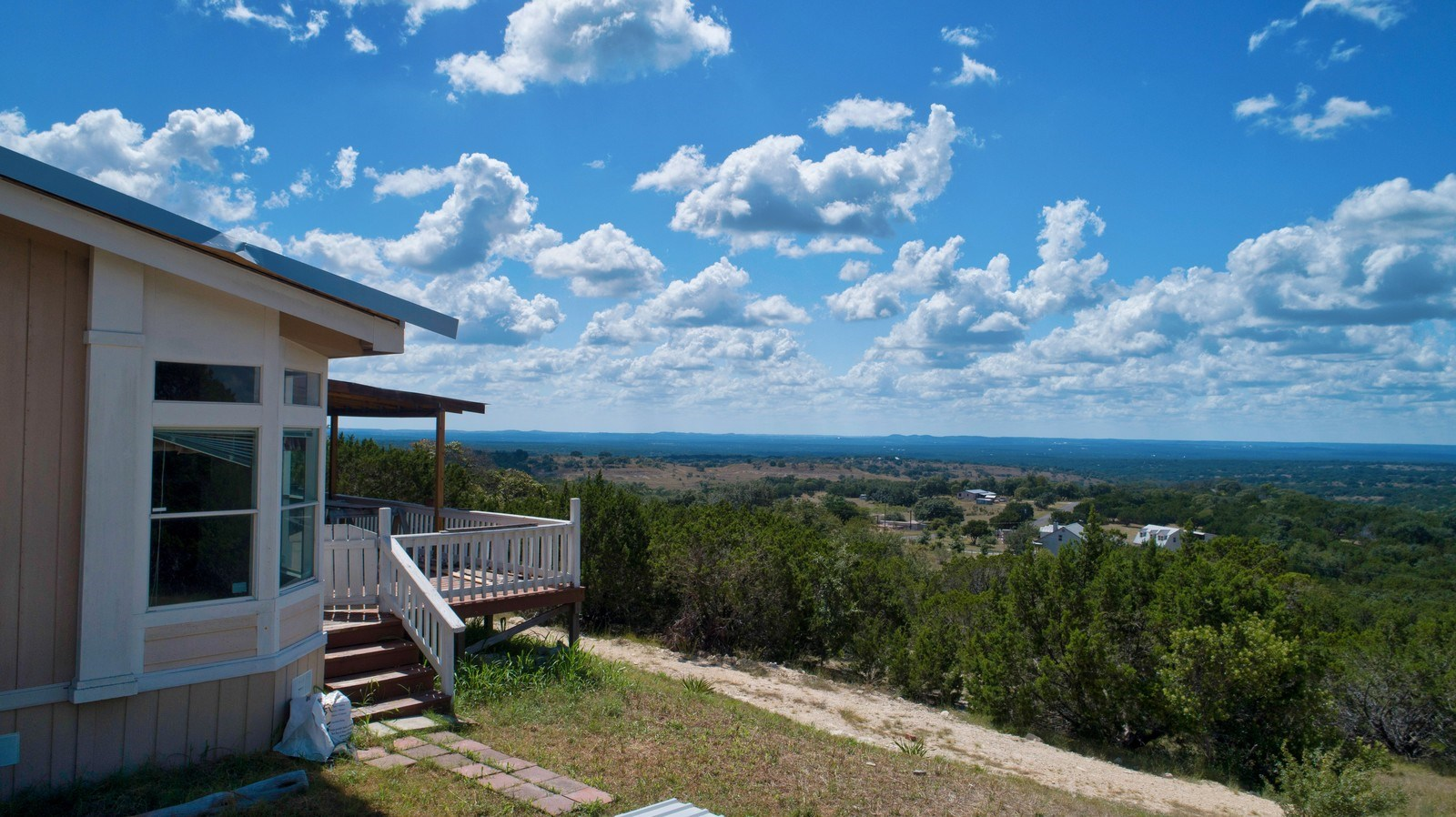 HILL COUNTRY VIEWS UNRESTRICTED  QUIET
