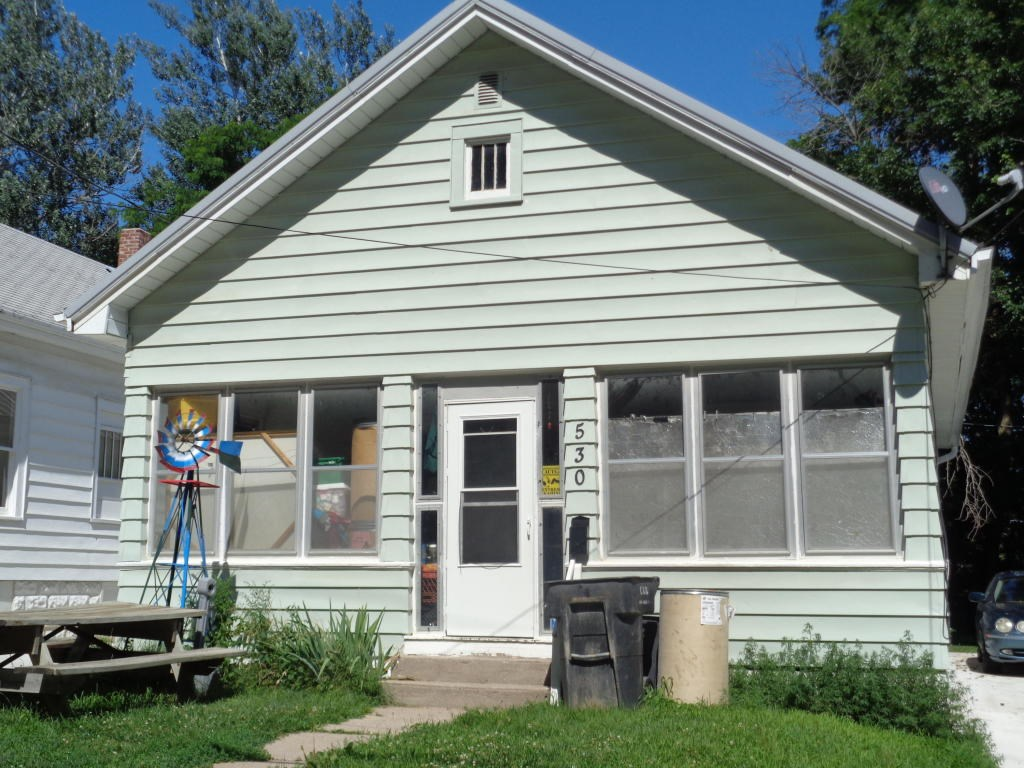For Sale 2 Bed/1 Bath starter home or investment property
