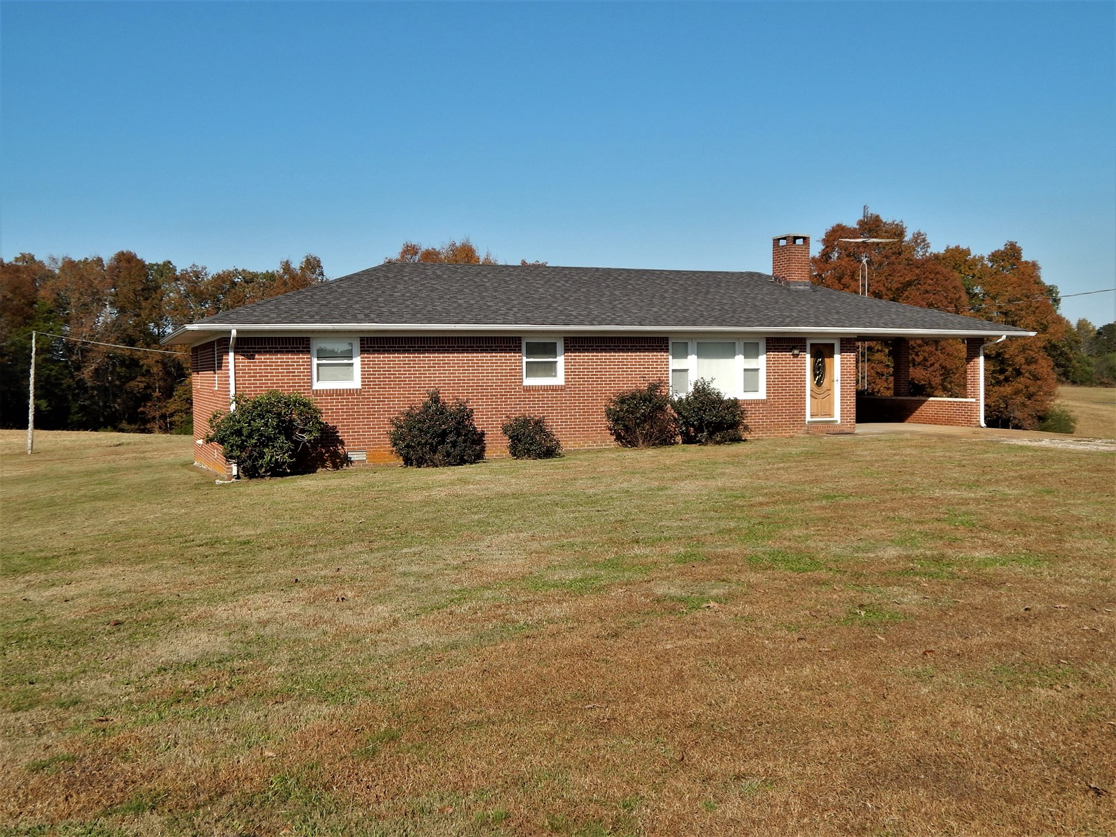 TN. COUNTRY HOME. 4 BED-1 BATH,  MINI-FARM ON 17.5 ACRE!