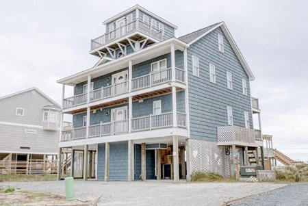 6BR Home for Sale on North Topsail's Hampton Colony