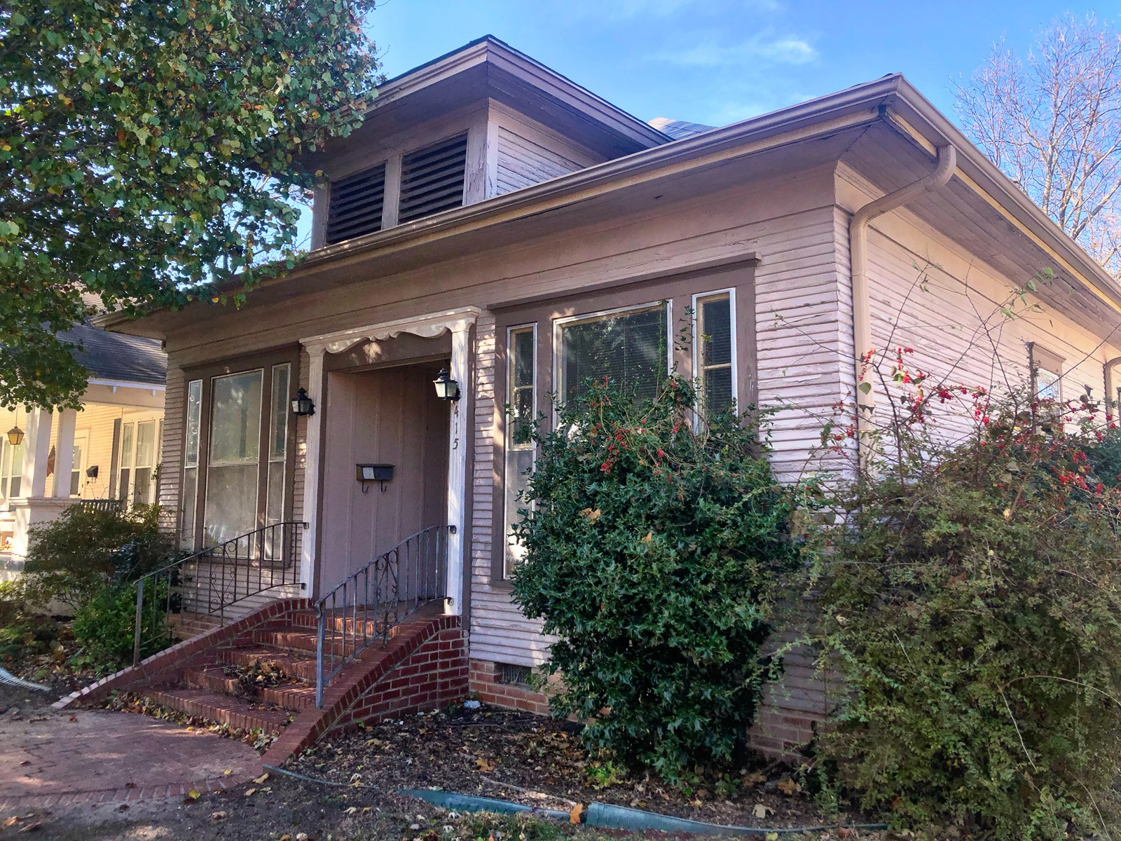 HISTORIC HOME WITH GARAGE APARTMENT IN NW ARDMORE