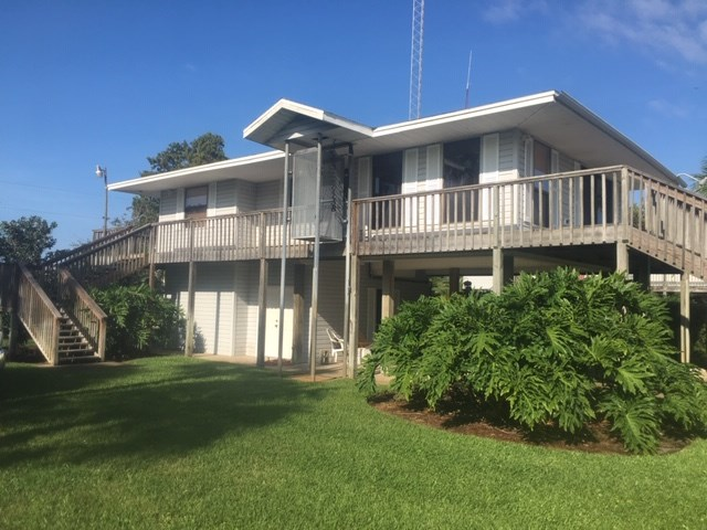 CANAL-FRONT FAMILY OR VACATION HOME W GULF OF MEXICO ACCESS