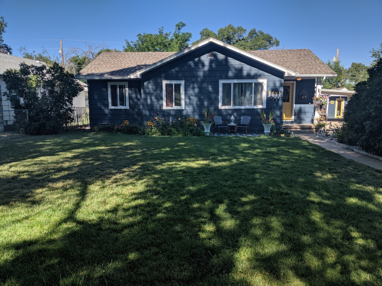Wow! Fully updated and move in ready!