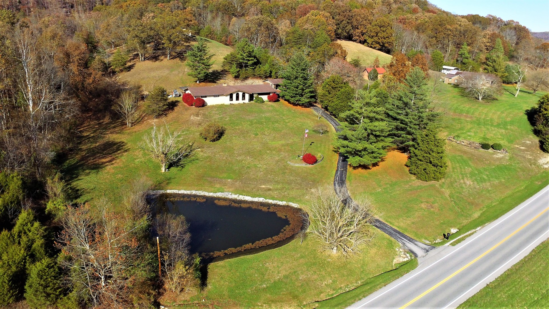 4 BED 2.5 BATH HOME WITH OUTBUILDINGS ON 5 ACRES-LIBERTY, KY