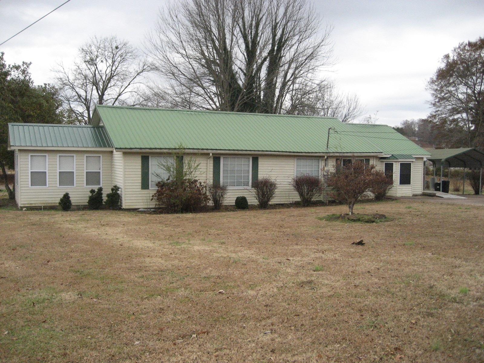 HOME FOR SALE IN MCNAIRY COUNTY WITH SHOP & FENCED YARD