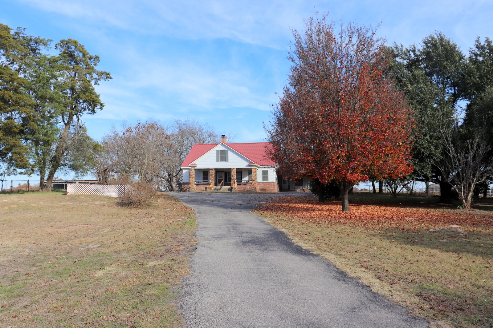 117 EAST TEXAS ACRES - FARM HOUSE - STOCKED  LAKE - PASTURES
