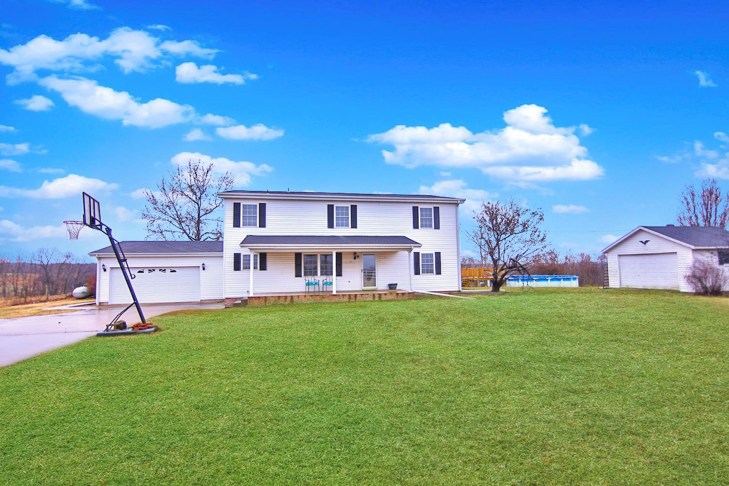 Country Home and Farm for Sale in Tecumseh, MO