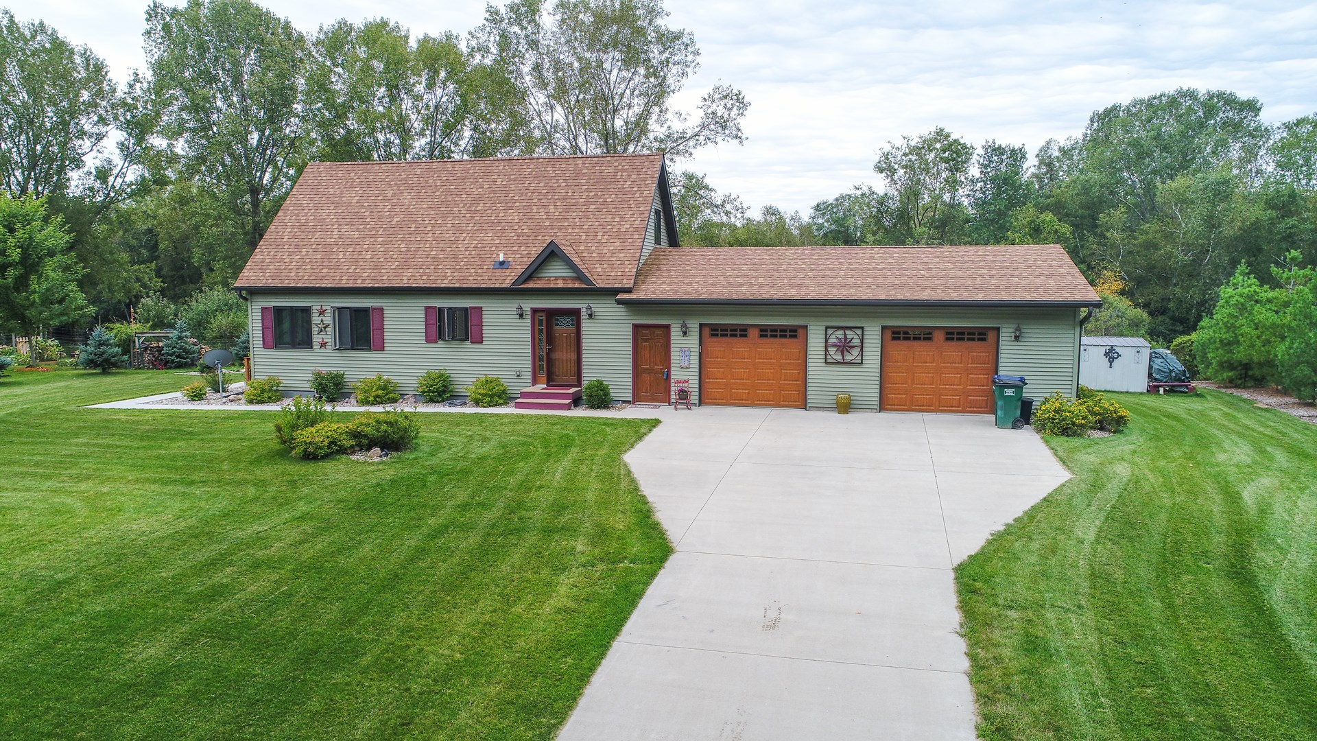 Lakefront Country Home for sale Waupaca, WI