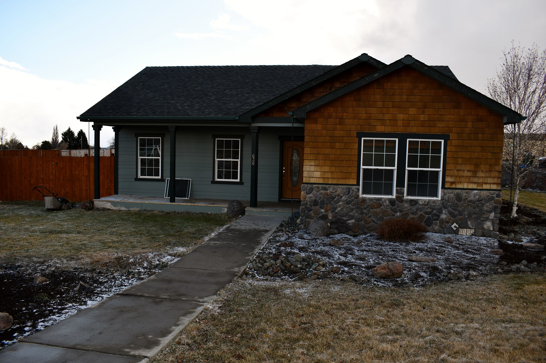 CUSTOM BUILT HOME WITH EXTRA LOT IN HINES