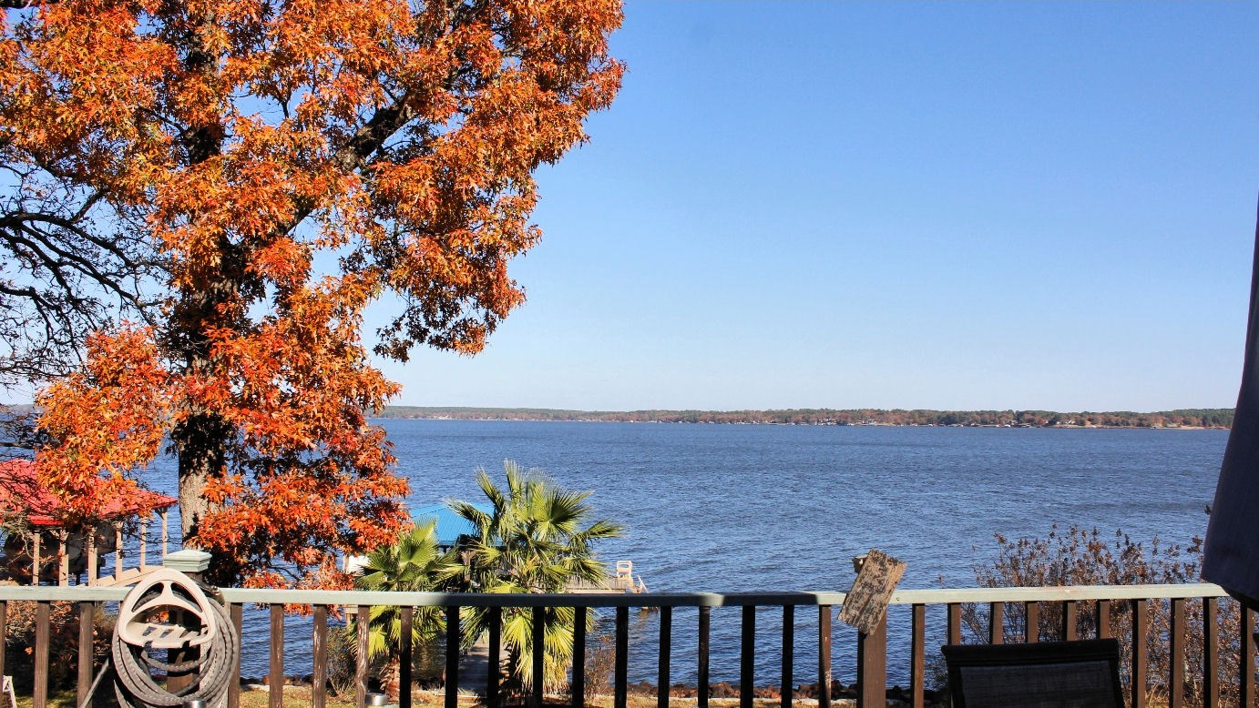 LAKE PALESTINE WATERFRONT HOME FOR SALE | UPDATED & READY!