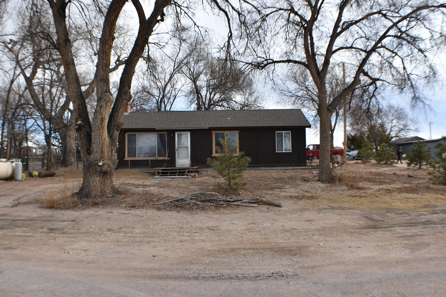 Home for Sale with 2 acres in Penrose Colorad!