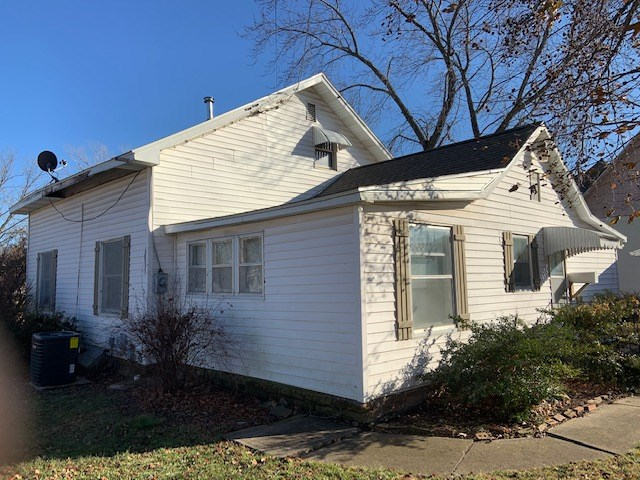 Home with Business Opportunity in Town