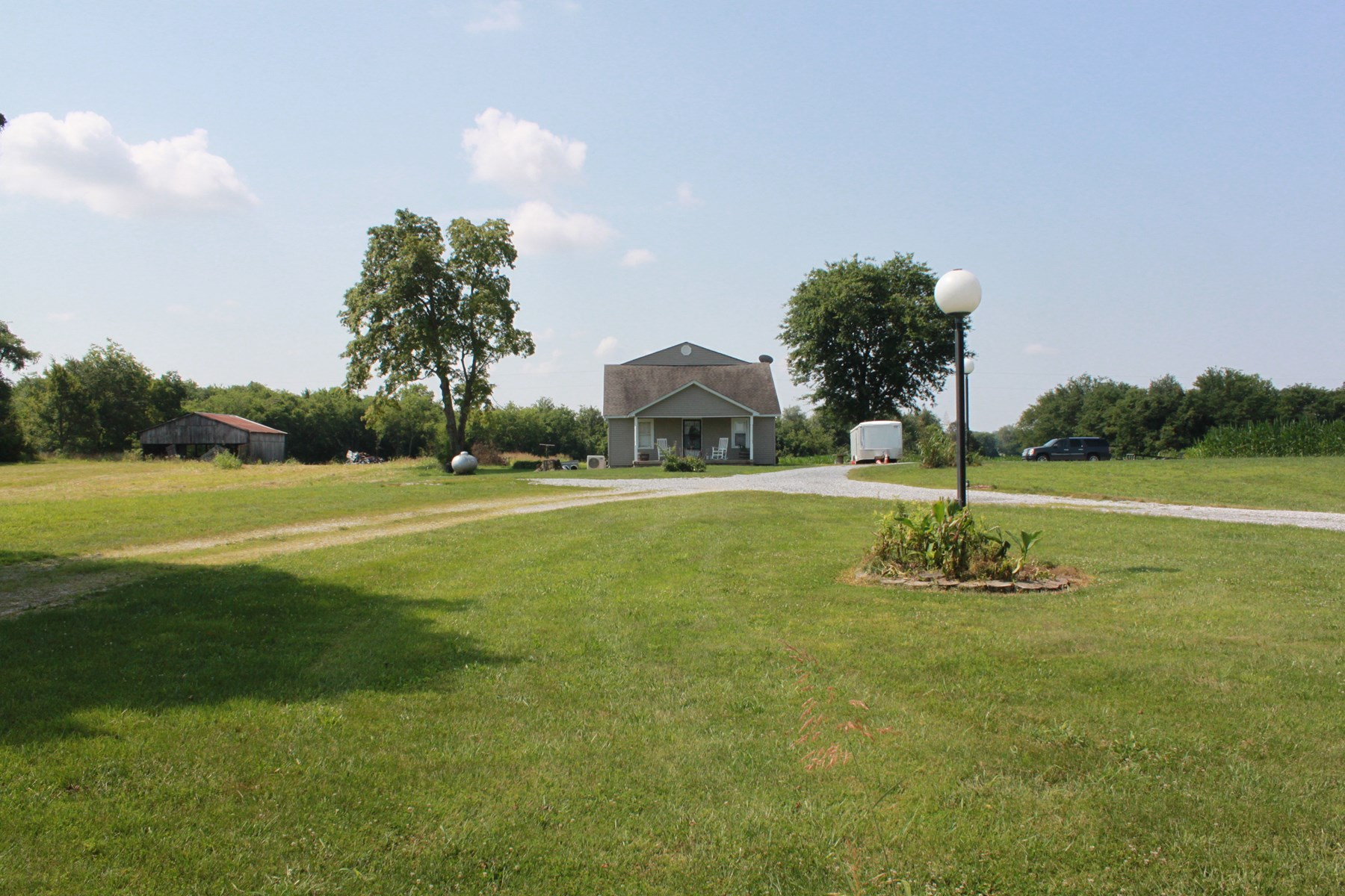 Master Commissioner Sale House, Barn,17 Acres in Simpson Co
