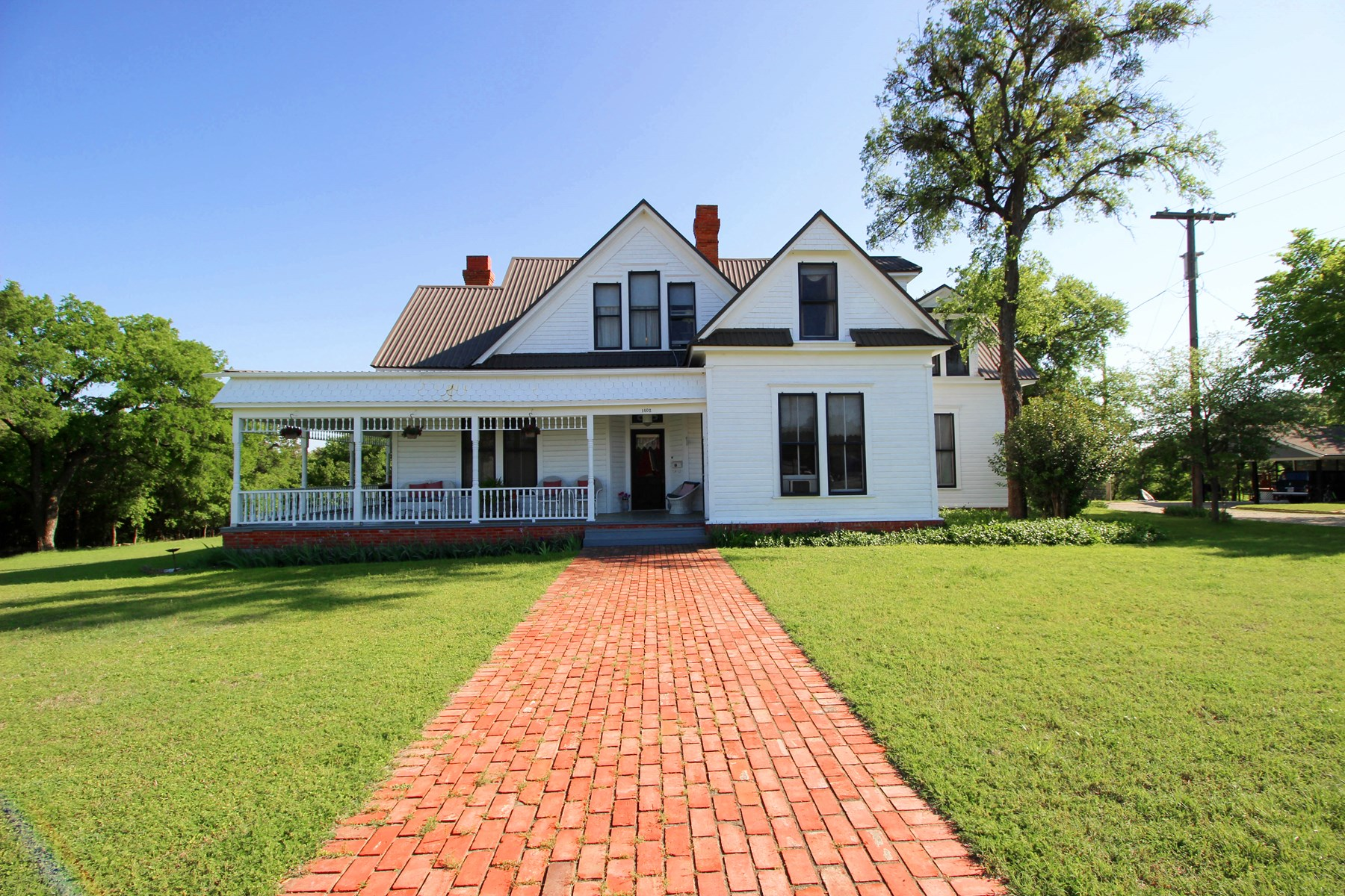 Historic Home in Gatesville, Texas For Sale on Leon River