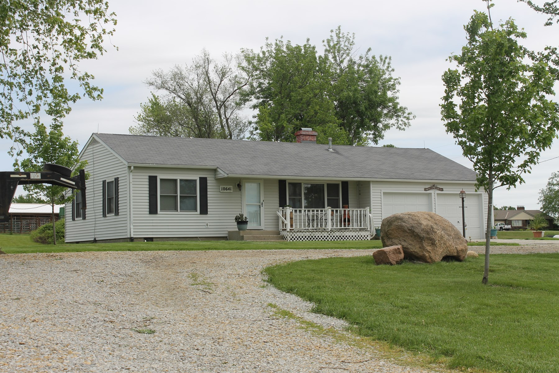 COUNTRY HOME FOR SALE - SOUTH CAMERON MO LOCATION