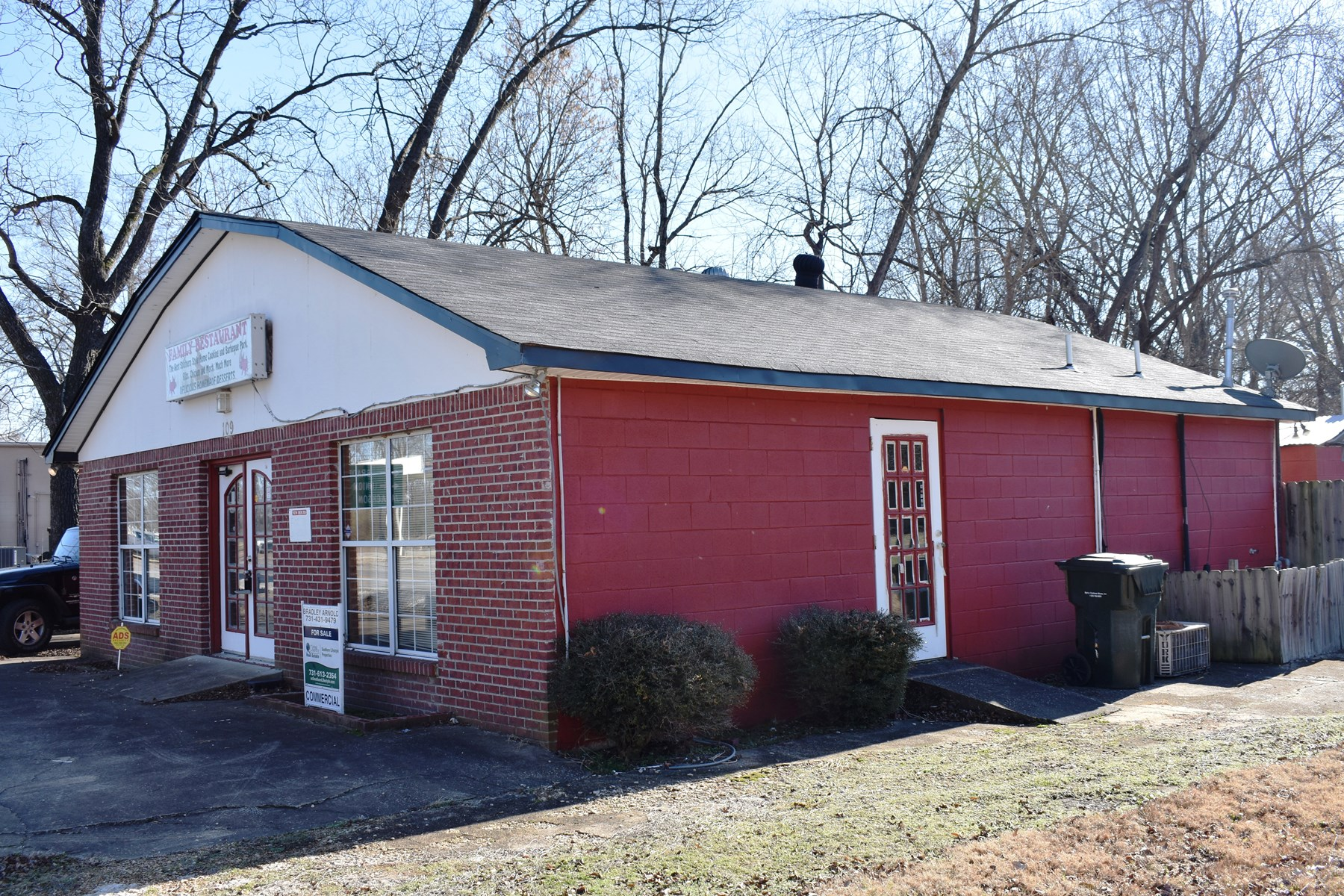 Commercial Office / Restaurant Building For Sale - Tennessee