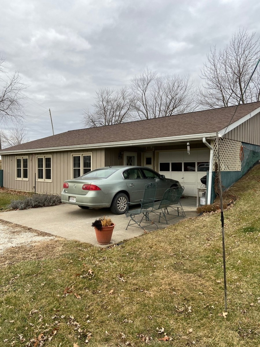 NORTHERN MO COUNTRY HOME FOR SALE, SMALL ACREAGE & POND