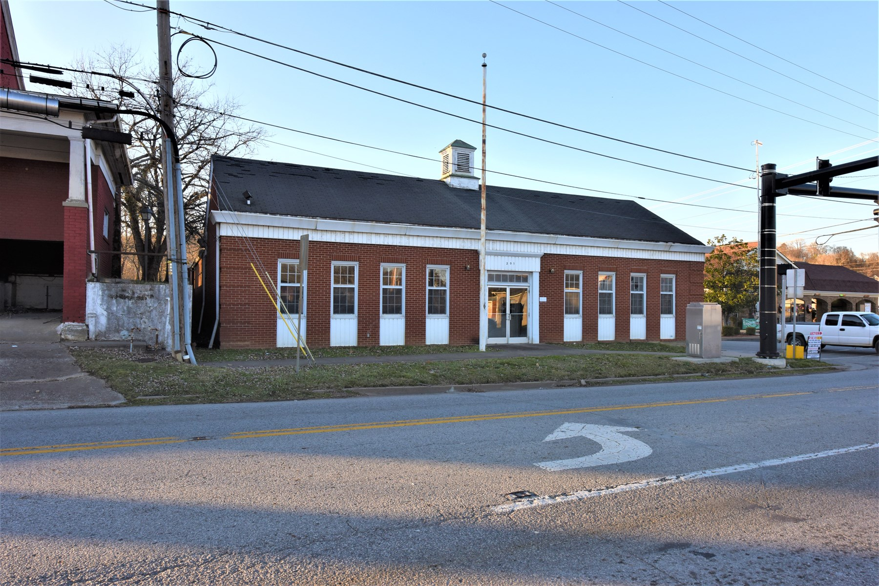 Commercial Building For Sale in Green County, KY