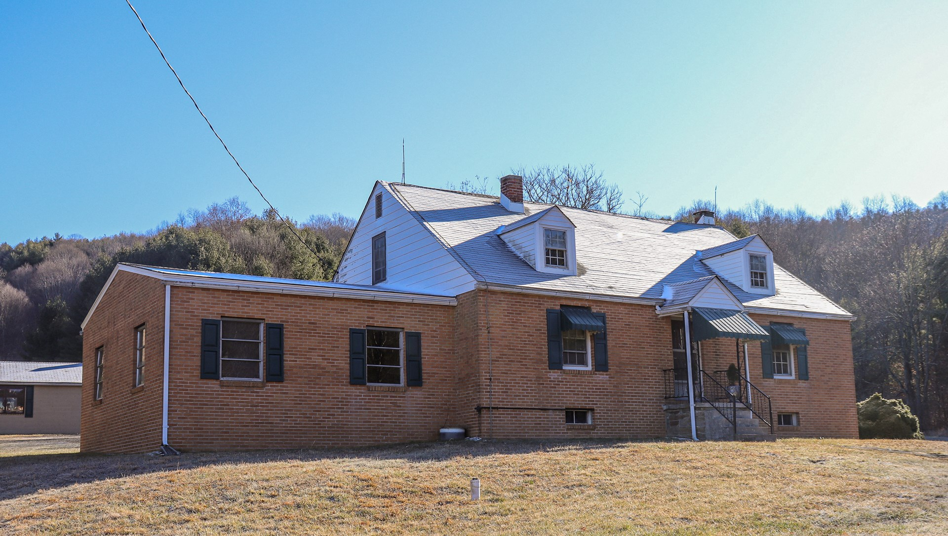 Country Home for Sale in Willis VA!