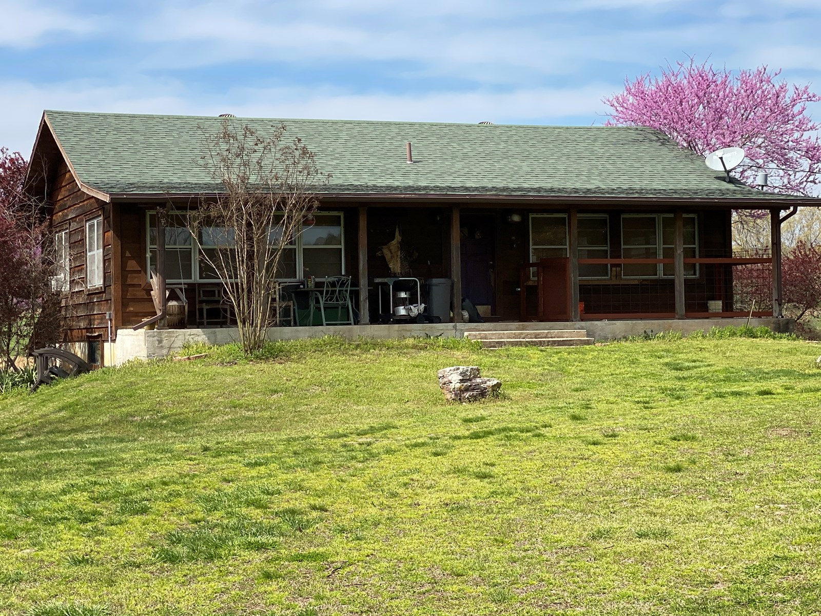 CATTLE RANCH & HOME IN MELBOURNE, AR