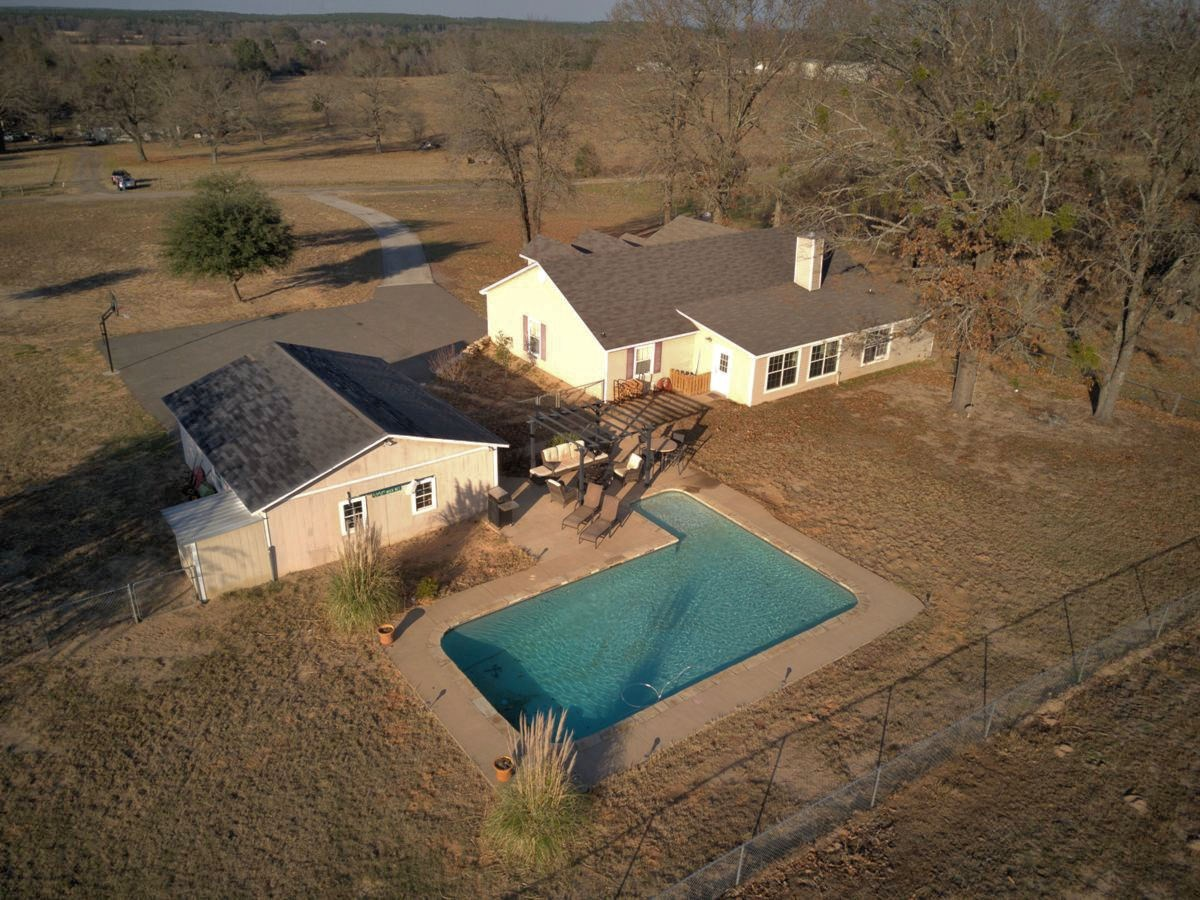 COUNTRY HOME WITH POOL FOR SALE FRANKSTON TX
