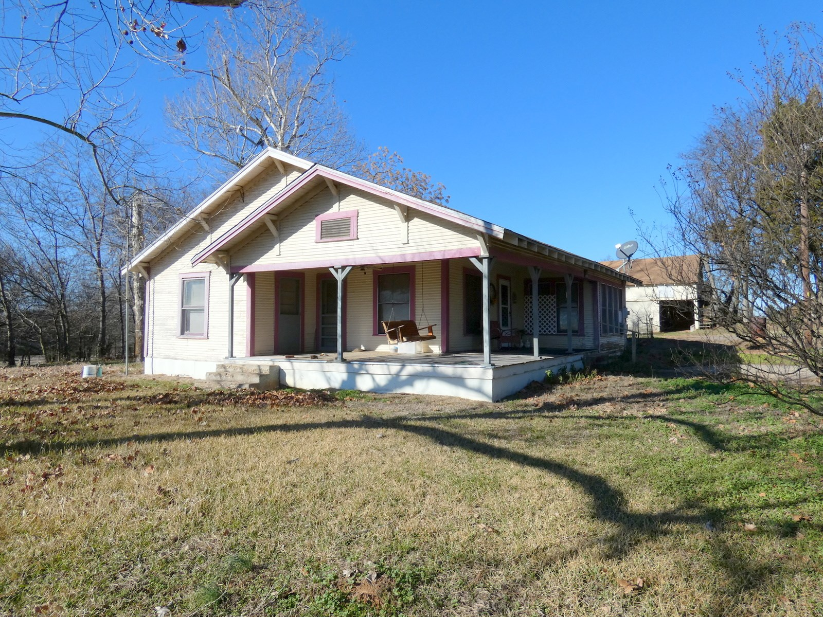OVER 23 ROLLING EAST TEXAS ACRES - WOOD COUNTY - FARM HOUSE