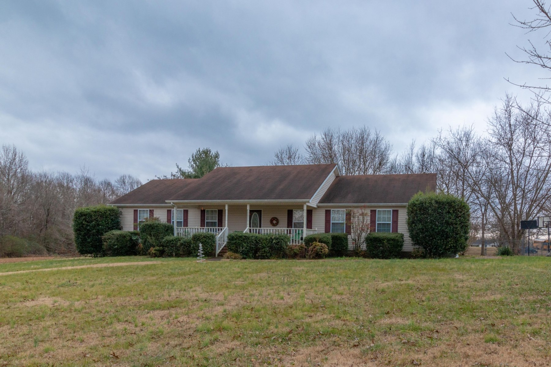 Two Houses In One- This 4 Bedroom in Summertown Tennessee