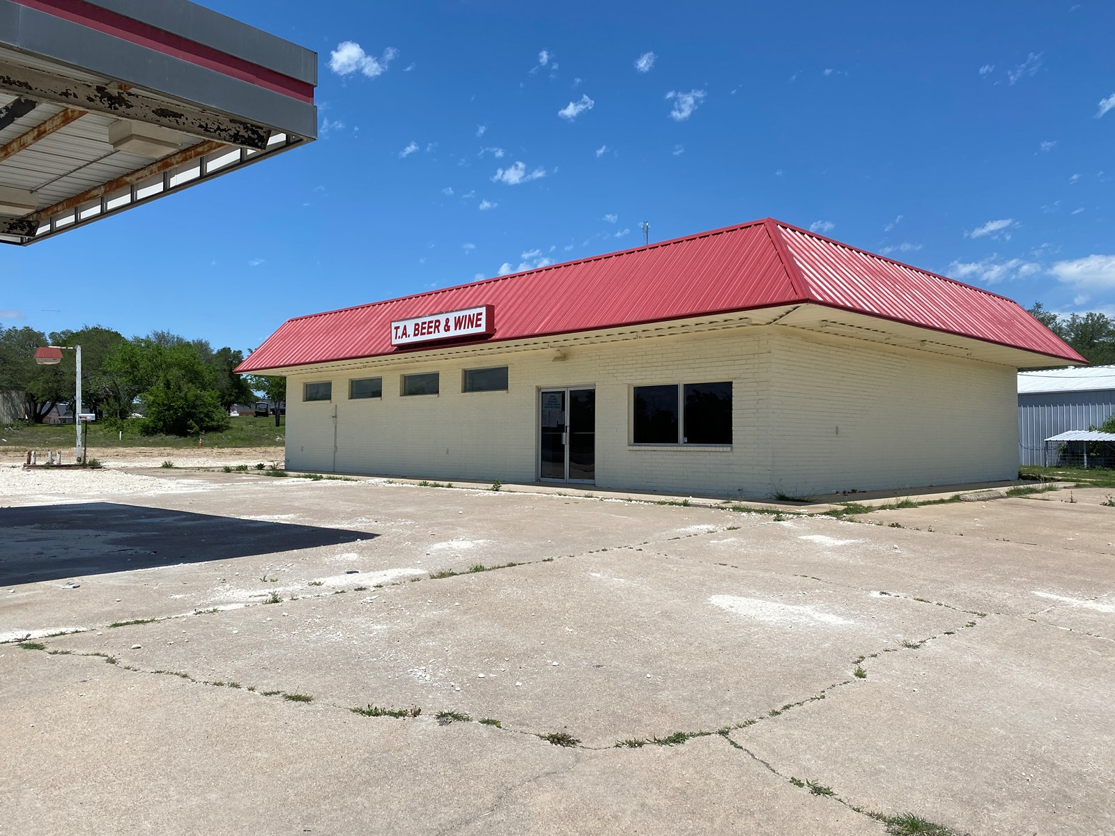 Commercial Space on Highway 36 with Kitchen