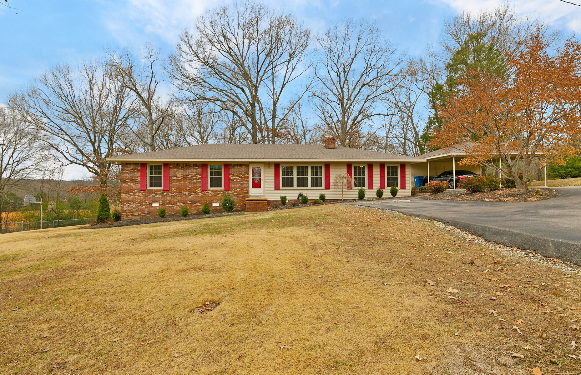 3BR / 2BA Ranch Style Home - Desirable Lot & Area - West TN