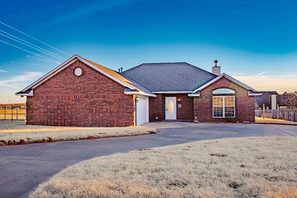 3 bed 2 bath home located near Elk City Golf Course