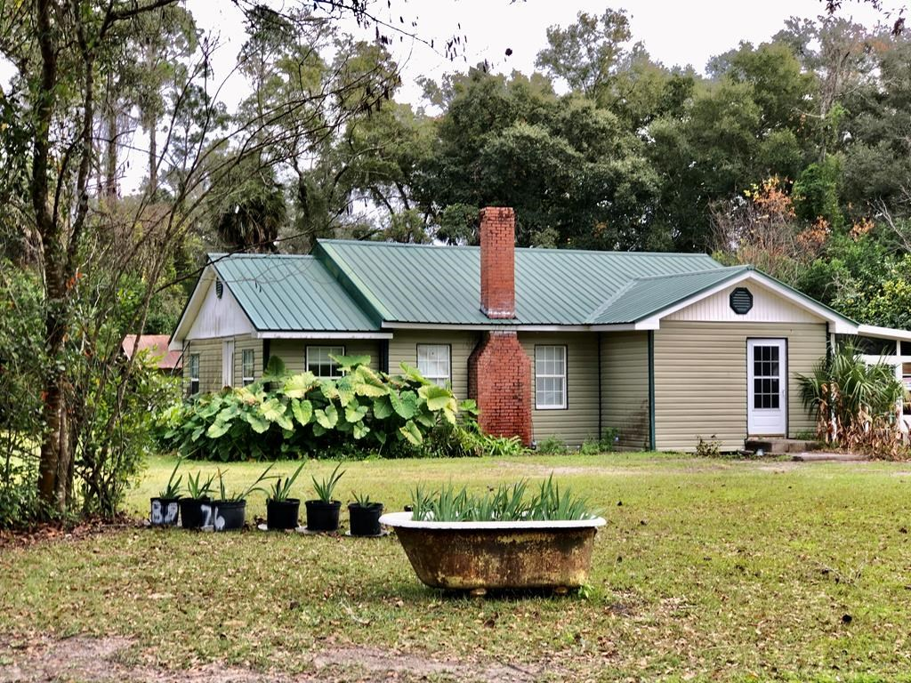 3/1 REMODELED HOME on 1.66 acres in Trenton, FL