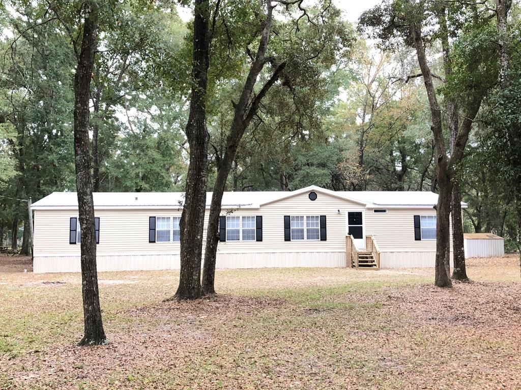 NEWLY RENOVATED 4/3 MANUFACTURED HOME W/ 2,300 SF