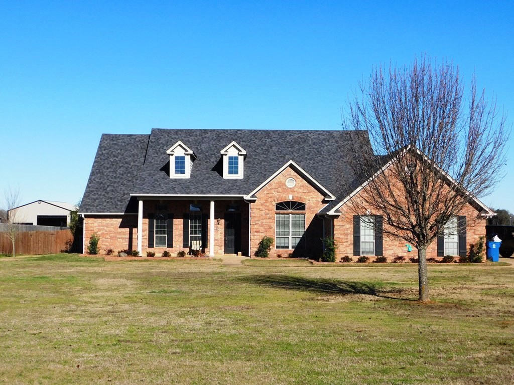 OPEN CONCEPT HOME ON 3.2 ACRES IN BULLARD TEXAS