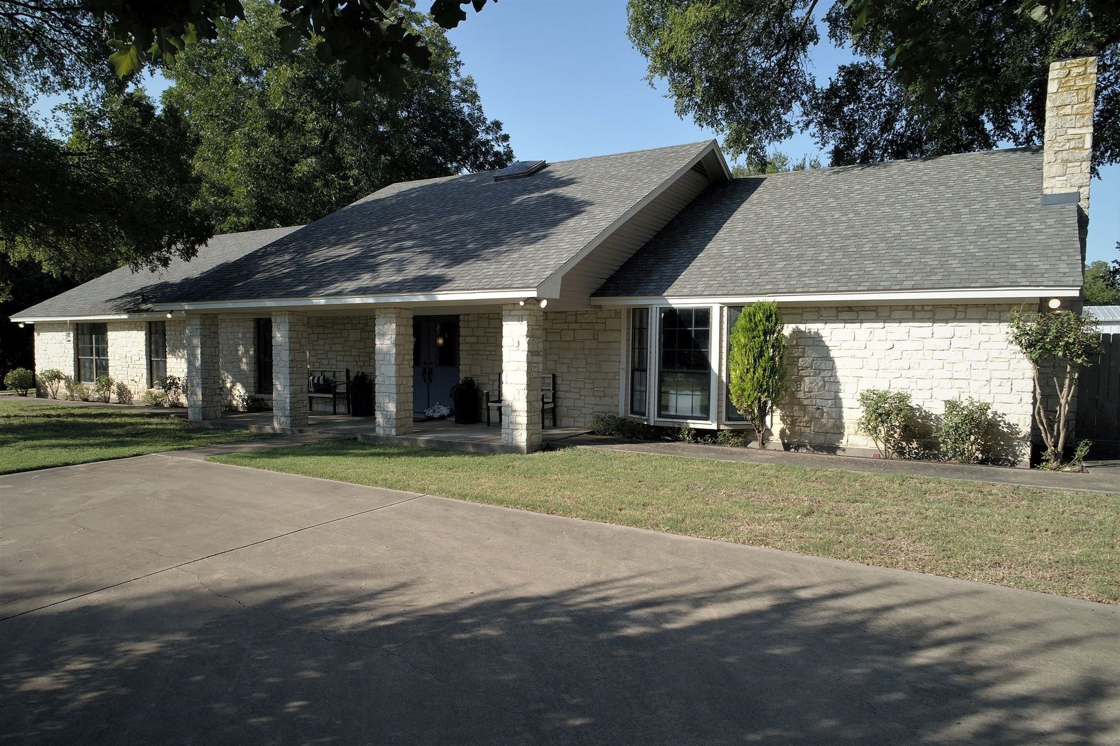 McGregor, TX Home for sale with acreage and seasonal creek