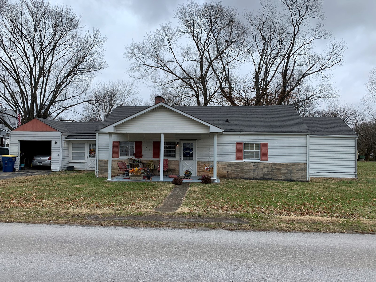4 Bedroom one bath home for sale in Auburn Ky.