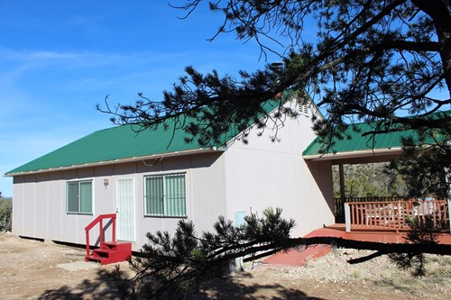 Cabin with Guest Quarters Near Excellent Hunting