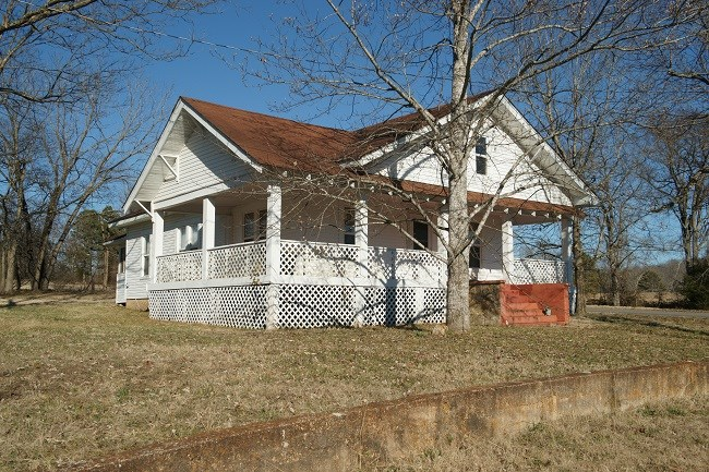 Craftsman Country home- small acreage