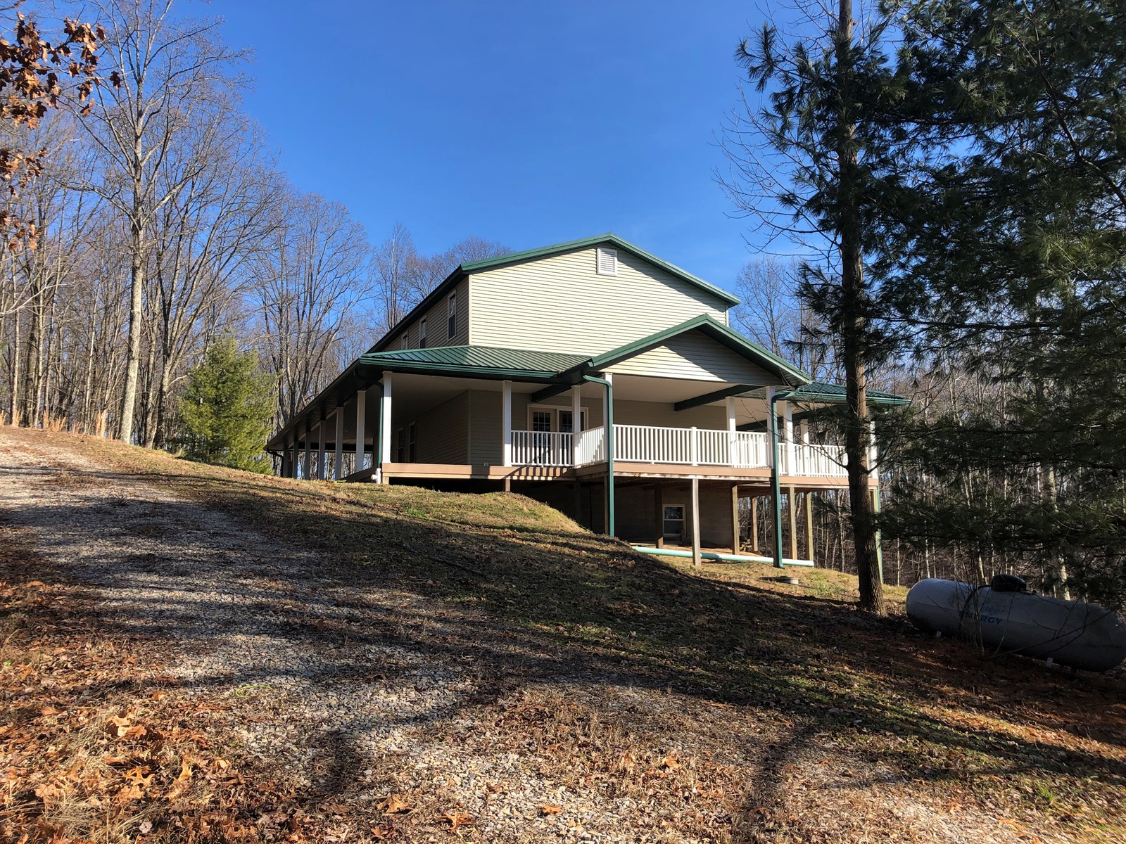 Monroe County, OH Recreational Hunting Property with Lodge
