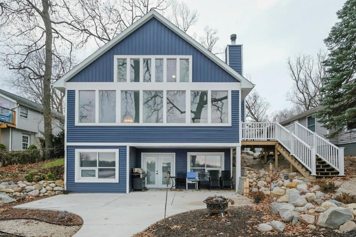 Beautifully fully remodeled home on Long Lake in Portage